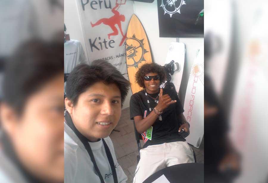 En el área de venta de equipos de kitesurf con Frank Pardo un capo en el kitesurf!