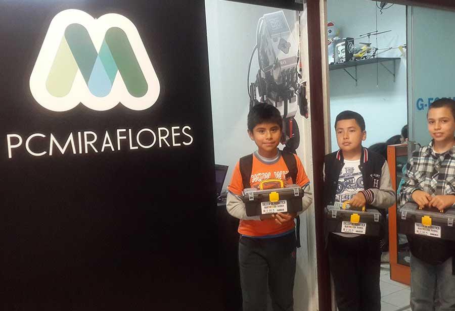 Inicio PC Miraflores con los talleres de Robótica