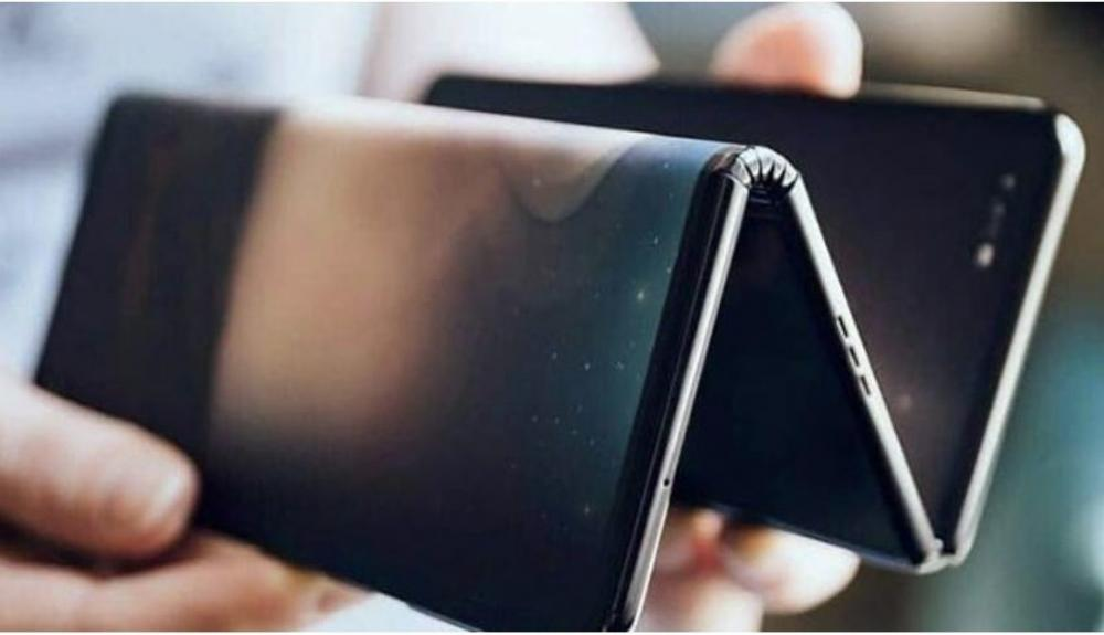 EMPRESA CHINA ANUNCIA UN TELÉFONO PLEGABLE EN FORMA DE TRÍPTICO