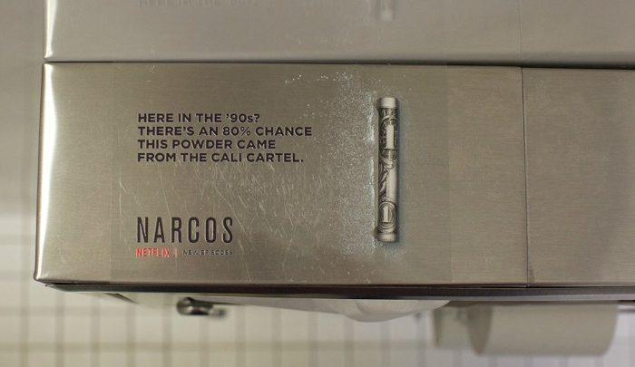 Netflix deja rayas de cocaína en los baños públicos para promocionar 'Narcos'